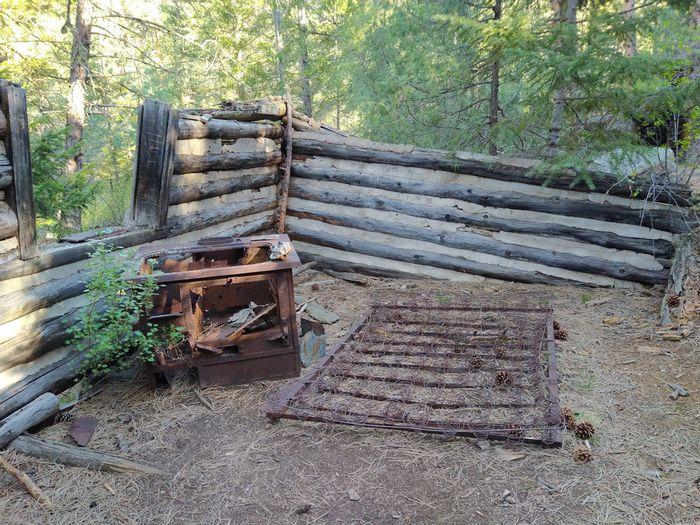 Coulson Gulch Trail abandoned cabin